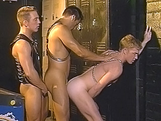 Gay Orgy GroupSex : Hunky gai Three Way!