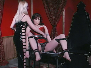 Webcam Strip : BDSM Nipple Torture Live!