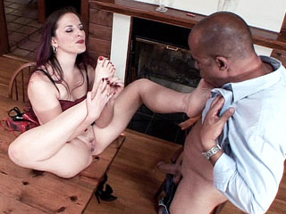 Footjobs : Barefeet Fucking Carolyn Pierce!