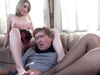Footjobs : Barefoot white haired Darryl Hanna fucking!