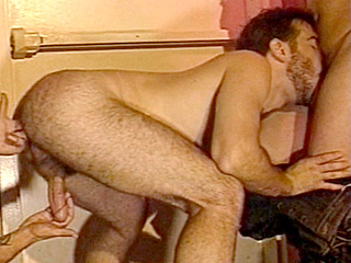 Gay Big Dick : Muscled Max Threesome fuck!