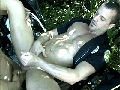 Gay Big Dick : Muscled Cop Patrick Ives!