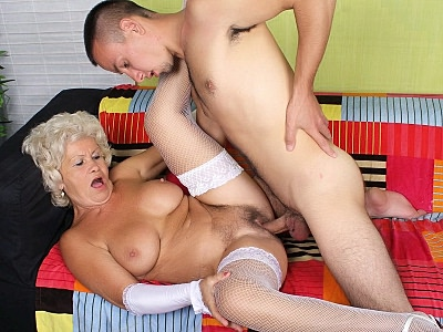 Granny Fucking : Grey Haired Granny blow-job!