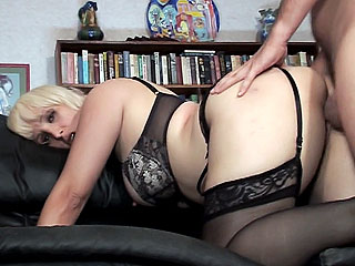 This blonde gives amazing deepthroat action the Energizer