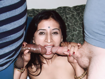 Indian Women : Indian Gupet Does double penetration!