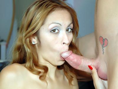 Lingerie Sex : Petite Latina in lingerei!