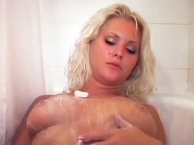 Teen Pussy : blonde cutie Oral Live!