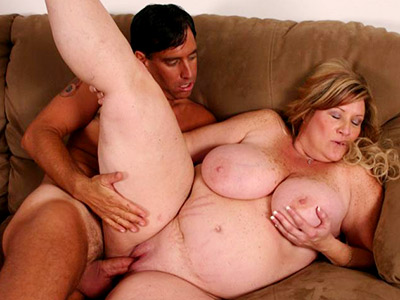 Penish loving bbw deedra. Beautiful bbw Deedra blowjob off a total stranger and taking his penish deep into her pussy slit. Download the free photos now!