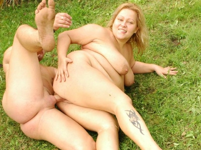 Bbw phat farm outdoor sex. Plumper Phat Farm strip teases outdoors and ends up getting fuck heavy on the ground. Click here for more pictures.