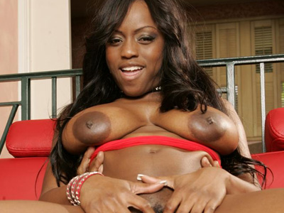 Black Cuties : large melons Ebony Jada Fire!