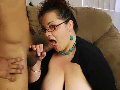 Sexy mature BBW Shianna gives off an excellent head and straddles on
