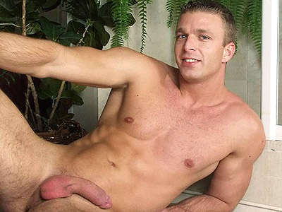 Gay Big Dick : Hard Muscle Striptease!
