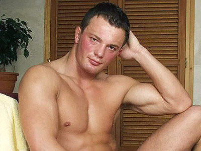 Gay Big Dick : Buffed stud Stroking!