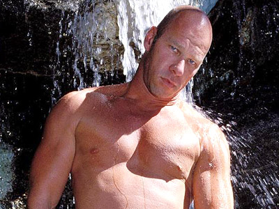 Gay Big Dick : Bathing Muscled Gay!