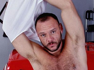 Gay Bears Hairy : hairy guy Mechanic James Masturbating!