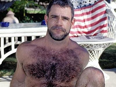 Gay Bears Hairy : Poolside Masturbating bear Jeremy!