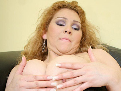 Bbw luana cummed in breast. BBW Luana kneels on the floor giving her boyfriend an awesome sucks and deepthroat. Download the free photos now!