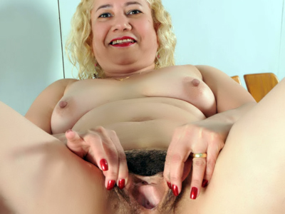 Mature hairy cunt. Slutty mature Leenuh spreads her legs wide and shows of her ripe haired cunt in this hot solo. Download the free photos now!
